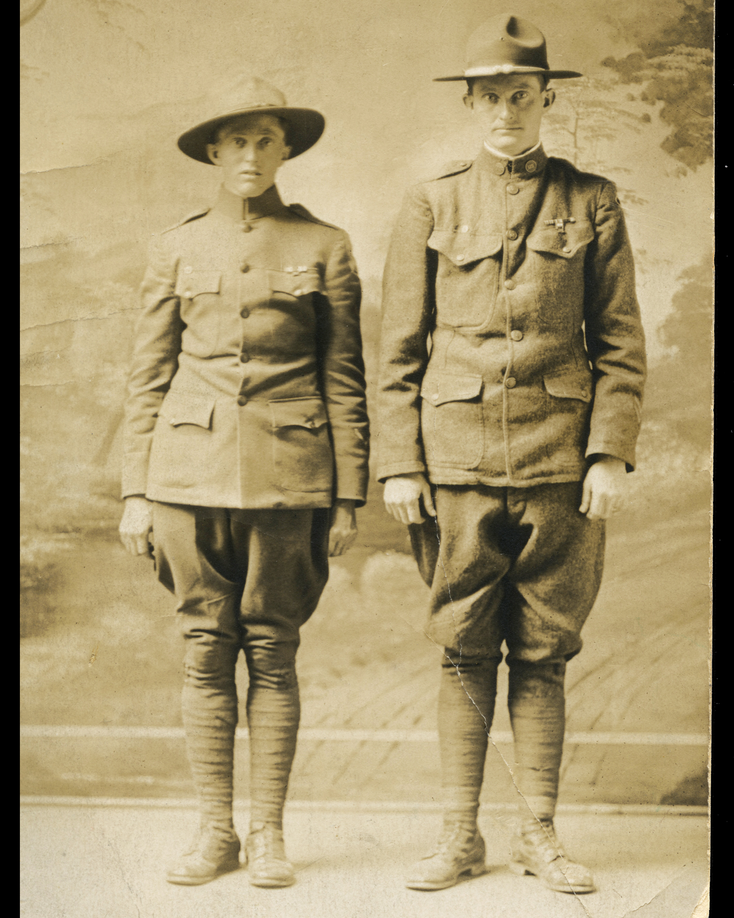 Brothers H. Eads (left) and A. Eads (right)