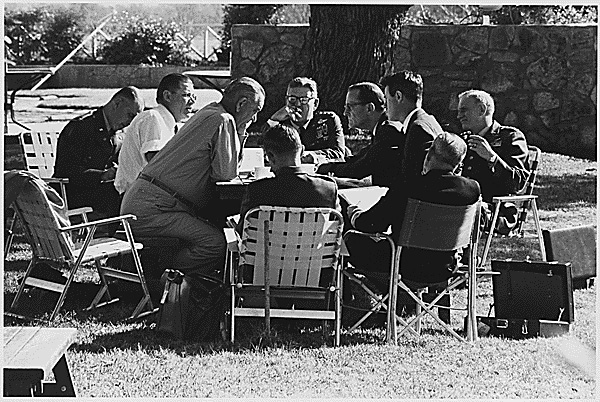 Joint Chiefs of Staff meet at the LBJ Ranch, 12/22/1964