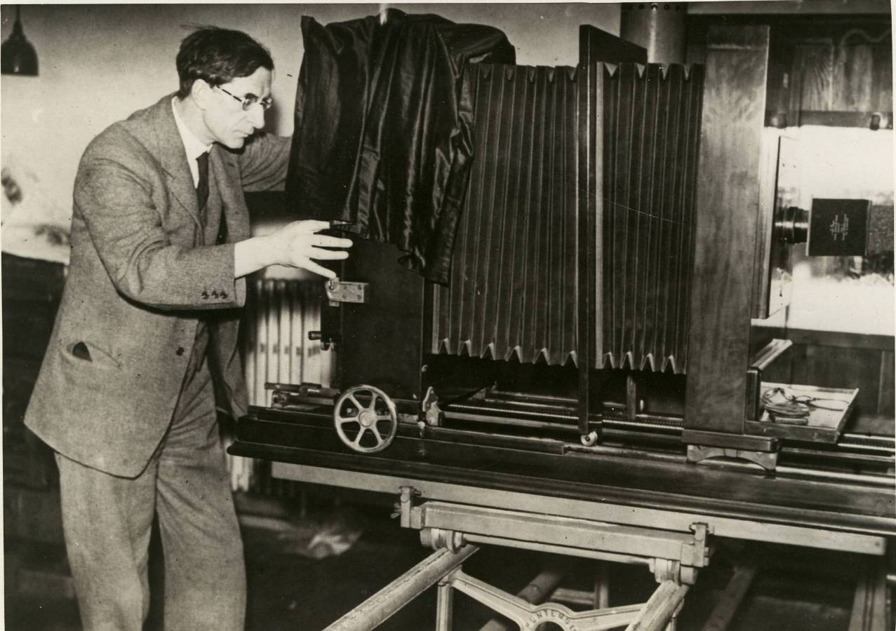 306-NT-721-40 Eamon de Valera with Photostat Machine.jpg